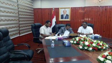 """صورة توقيع مذكرة تعاون بين السلطة المحلية بالمهرة ومنظمة """"شركاء اليمن"""""""
