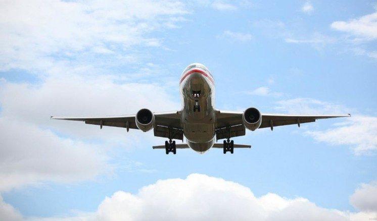 تفسير رؤية الطائرة تحلق في السماء في المنام للعزباء سواح هوست