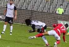 صورة طارق العشري يهنئ لاعبي الأهلي بالتتويج ببطولة كأس مصر