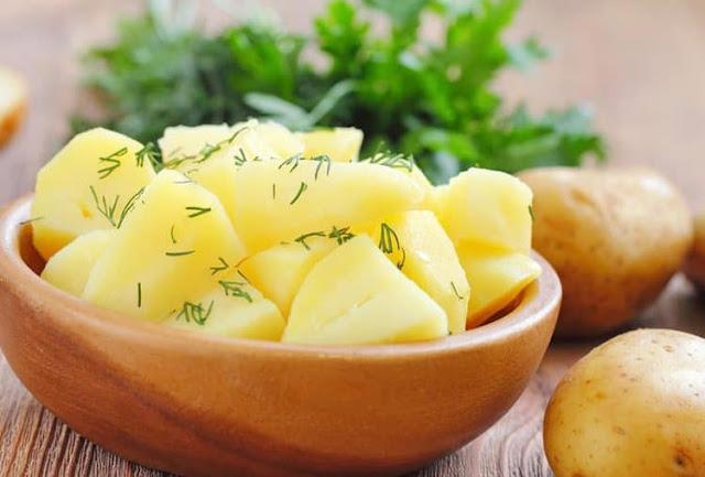 السعرات الحرارية في البطاطس المسلوقة والمقلية وفوائدها بالتفصيل سواح هوست