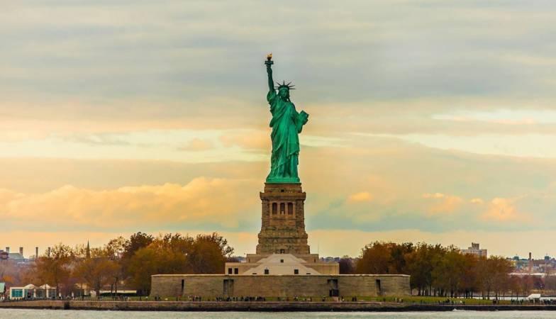 اين يقع تمثال الحرية سواح هوست